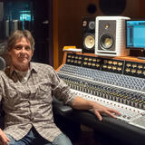 Michael Dumas uses the LCT 640 TS studio microphone, that allows you to change the polar pattern after the fact
